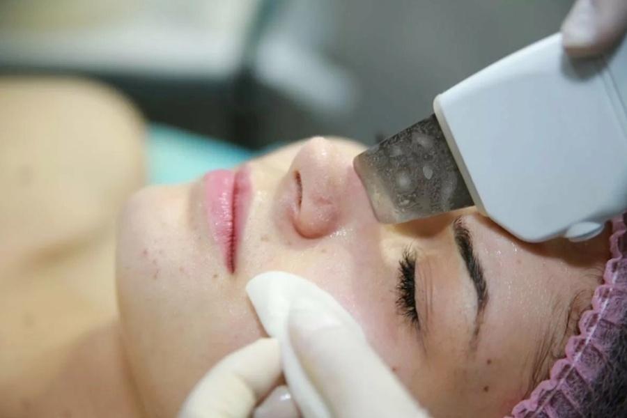 Какие бывают чистки лица у косметолога?